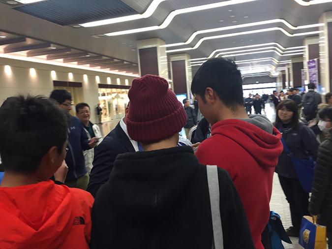 オープン戦があったみたい、姫路駅で横浜の_2566