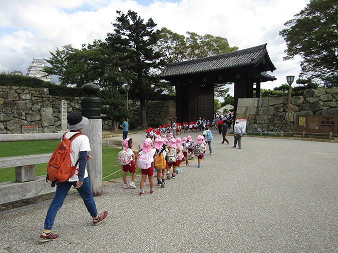 姫路城外国人100万人4