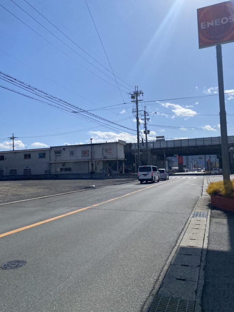 向かいのENEOS山崎西店